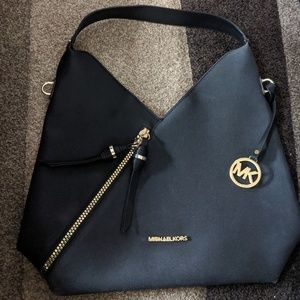 Michael Kors shoulder bag diagonal zipper
